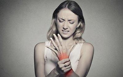 为何类风湿多次治疗无效、症状反复?