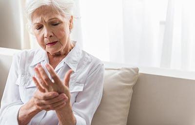 什么原因让类风湿关节炎病情不断恶化?